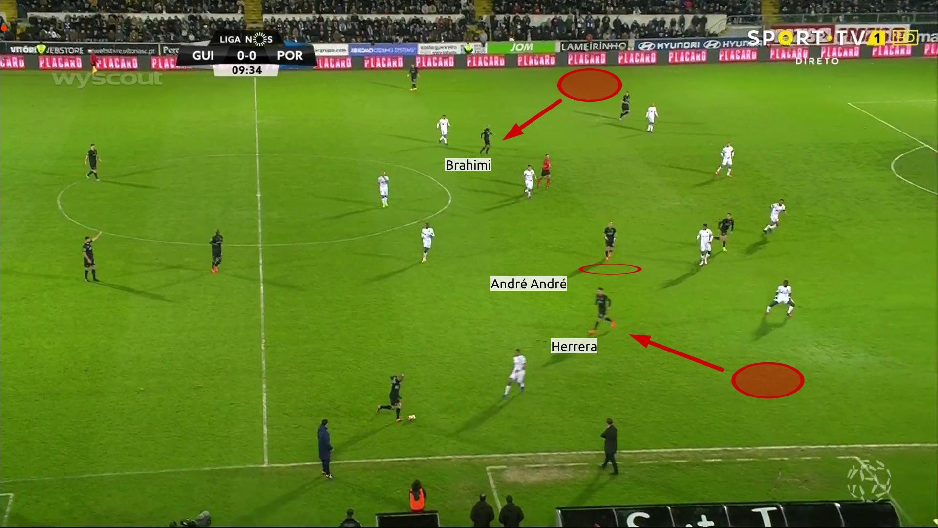 Brahimi ed Herrera vengono a giocare in mezzo al campo; André André si muove fra le linee.